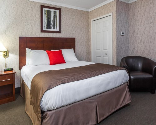1-double-bed-suite